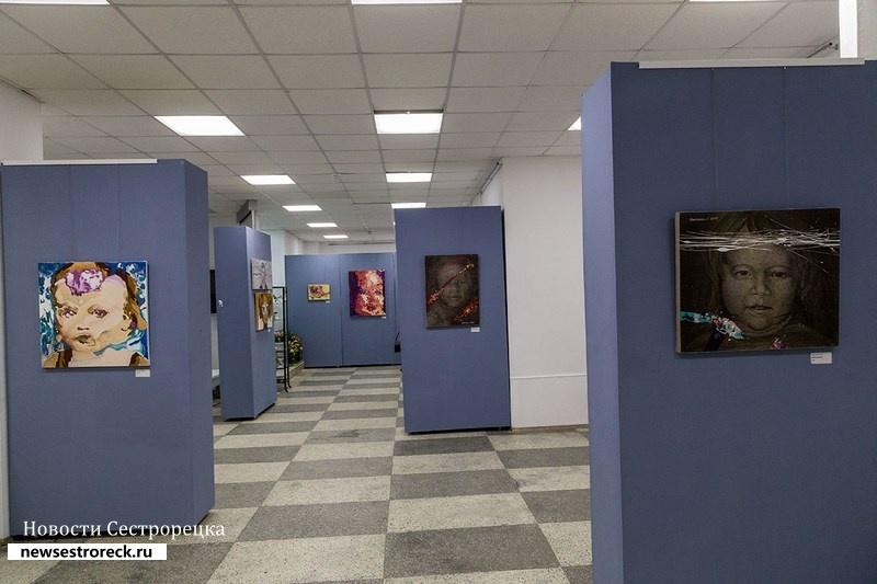 В «Арт-Курорте» проходит выставка Юстины и Вадима Комиссаровых