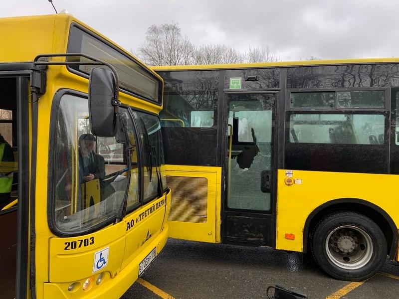 Автобус 211 столкнулся с автобусом 101